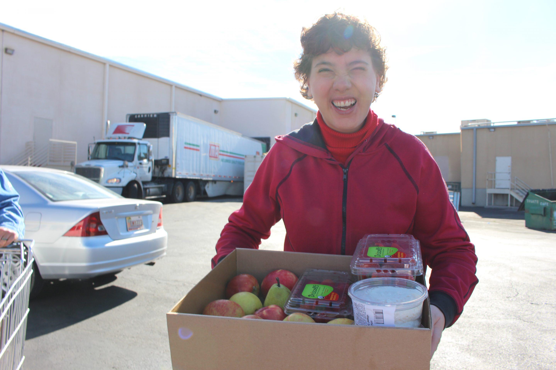 Volunteers-Pick-Up-Food-Desert-Harvest